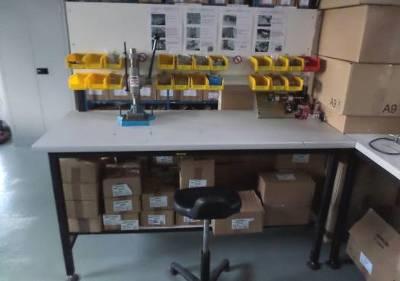 Atelier assemblage ventouse, électroaimant, système de verrouillage